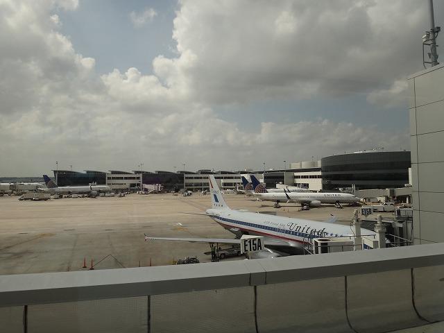 アメリカ・ヒューストン空港のユナイテッド航空飛行機駐機場