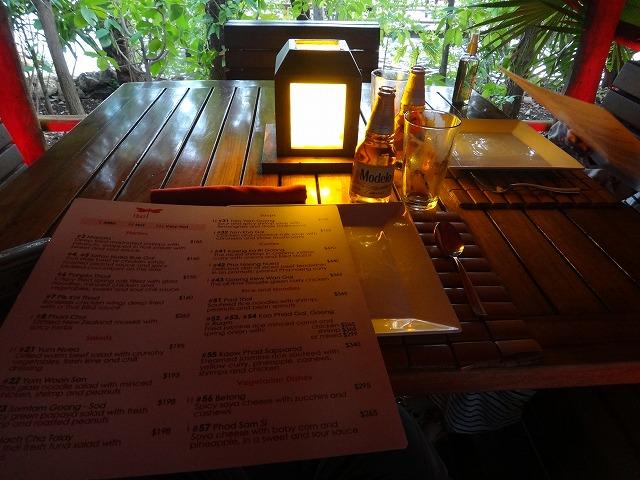 カンクンthaiレストランテーブル席