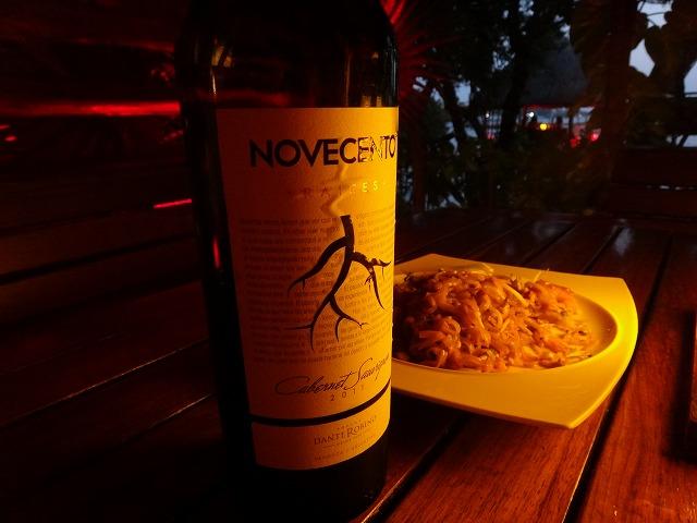 カンクンthaiレストランで赤ワイン