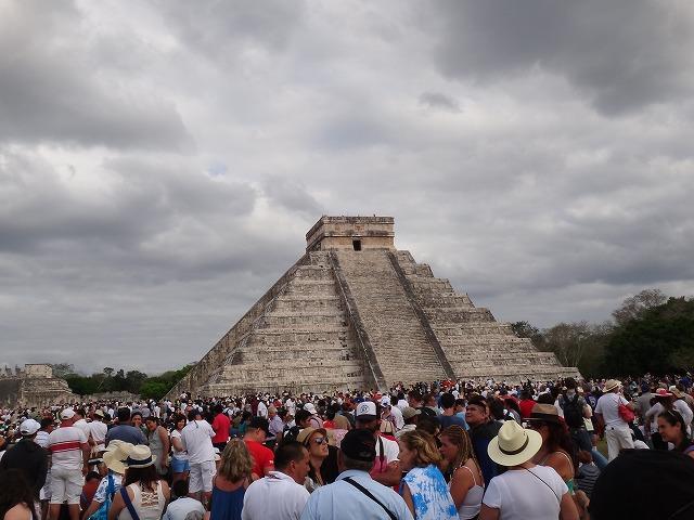 チチェン・イツァ遺跡ピラミッド1