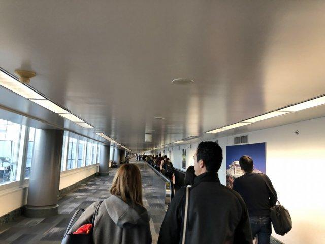 アメリカ・ヒューストン空港到着後の通路