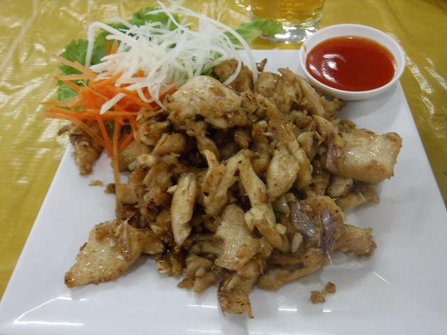 タイサムイ島チャウエンビーチのミトラレストラン、鶏肉のガーリック&胡椒炒め