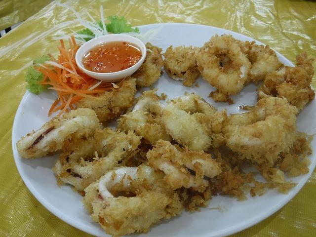 タイサムイ島チャウエンビーチのミトラレストラン、イカの唐揚げ