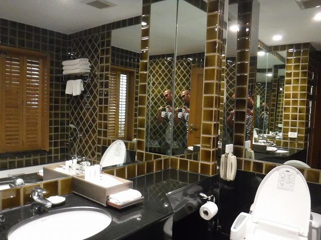 タイ・バンコクのホテル、グランデセンターポイントチットロムバスルーム02