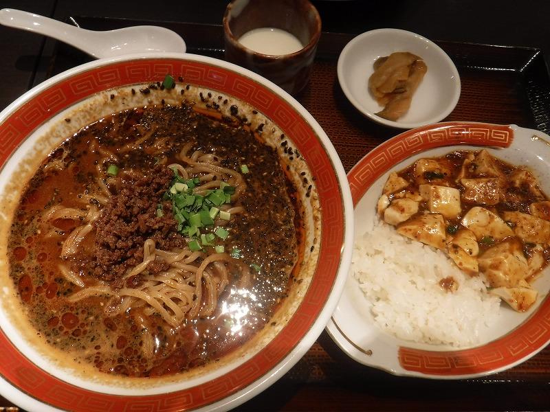 紅虎餃子房新千歳空港黒胡麻担々麺とミニ麻婆丼ランチセット
