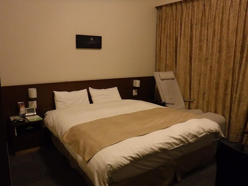 天然温泉 加賀の湧泉 ドーミーイン金沢デラックスクイーンルームのベッド