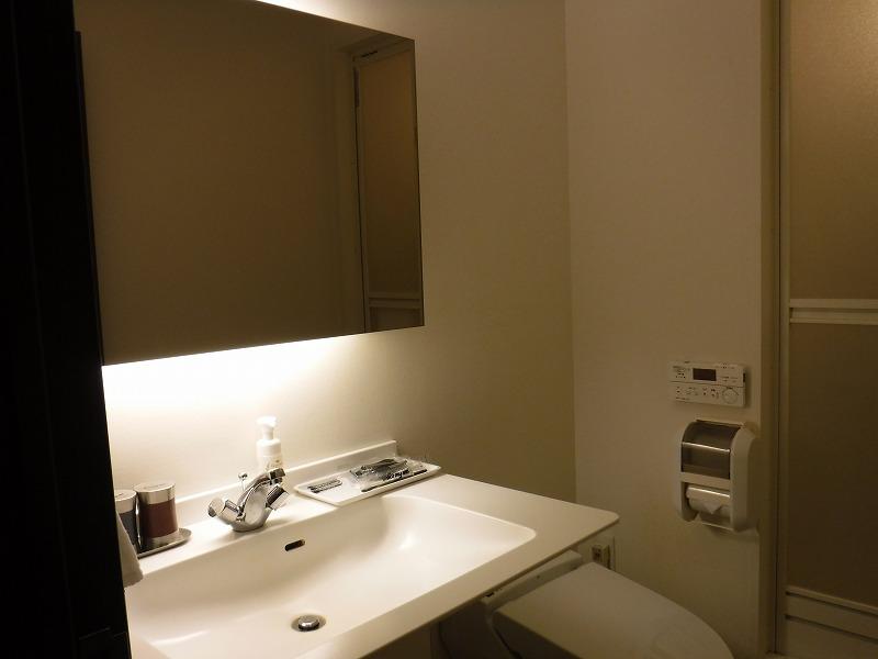 天然温泉 加賀の湧泉 ドーミーイン金沢デラックスクイーンルーム洗面所