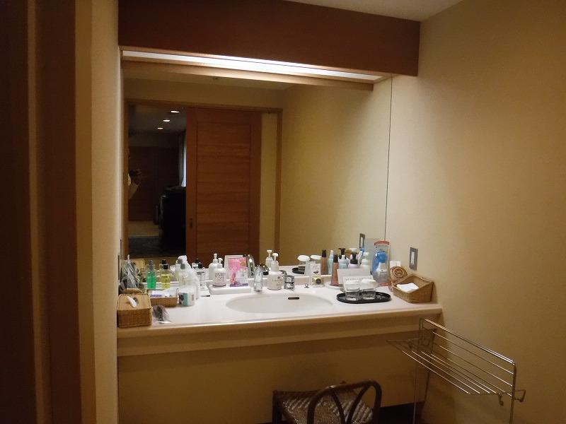 たちばな四季亭露天風呂付き客室洗面室