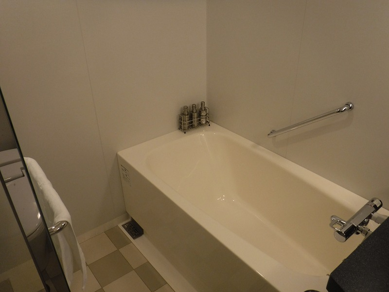 ホテルトラスティ金沢香林坊ツインルーム客室ユニットバス浴槽