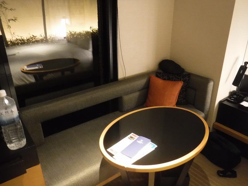 ホテルトラスティ金沢香林坊ツインルーム客室ソファー