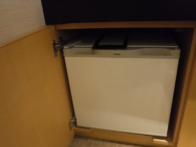 ホテルトラスティ金沢香林坊ツインルーム客室冷蔵庫