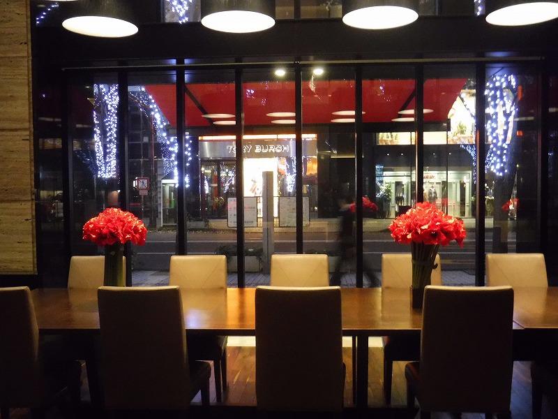 ホテルトラスティ金沢香林坊カフェから外を見ると