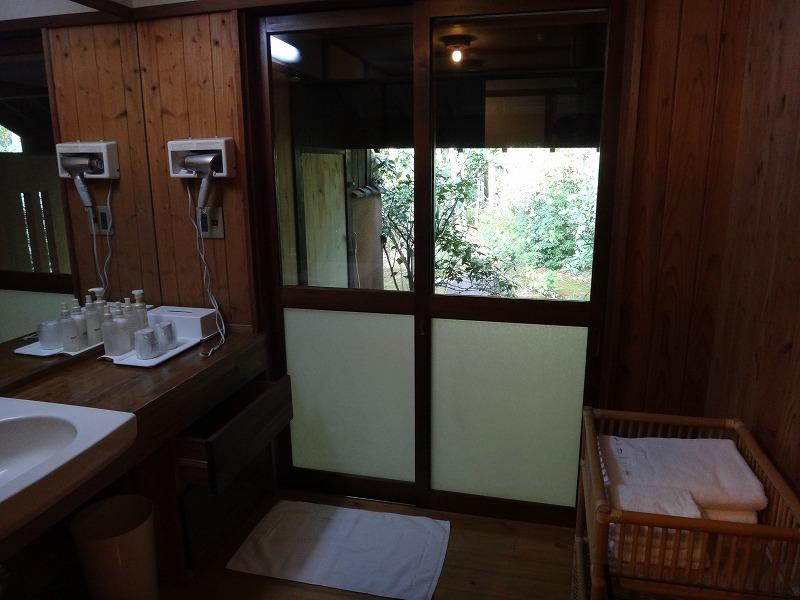 ゆふいん山荘わらび野「青林」お部屋の露天風呂入り口