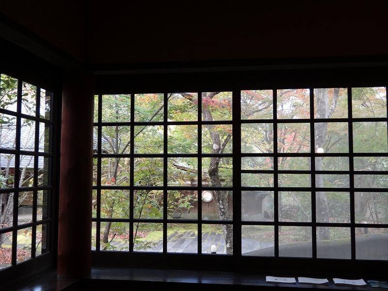 ゆふいん温泉山荘わらび野フロント談話コーナーから見た外の景色