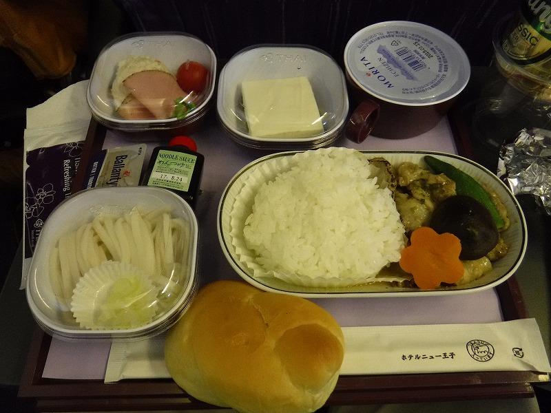 タイ航空機内サービス昼食の魚バージョン写真