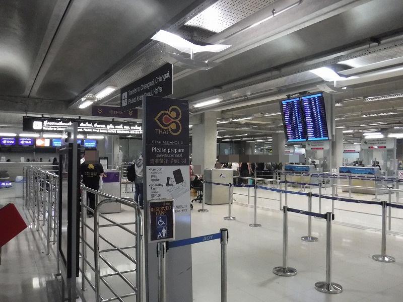 バンコクスワンナプーム国際空港国内線コンコースにあるチェンマイ乗り継ぎサインつづき03