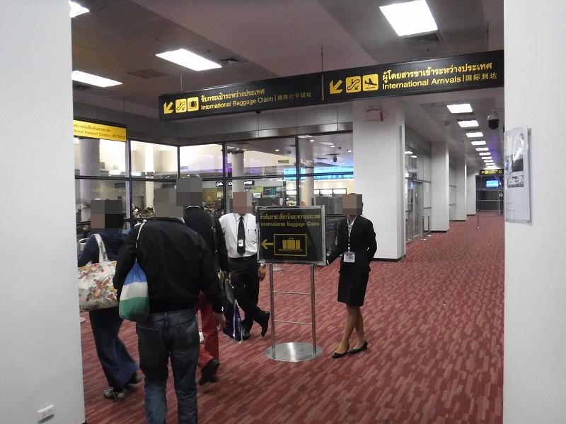 タイ・チェンマイ国際空港荷物ピックアップ口までの経路02