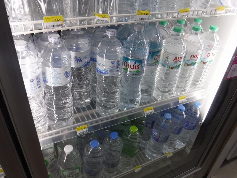 タイ・チェンマイのセブンイレブン 水の単価