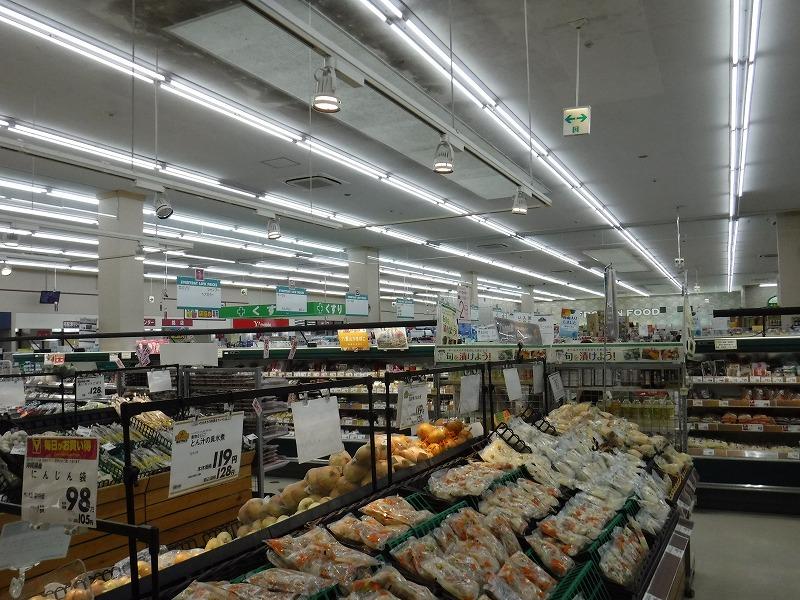 石垣島のお土産が安い24時間スーパー、マックスバリュやいま店_店内の写真1