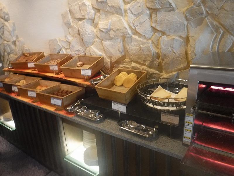 石垣島インターコンチネンタル石垣リゾートの朝食洋食ブッフェのサンコーストカフェ会場2