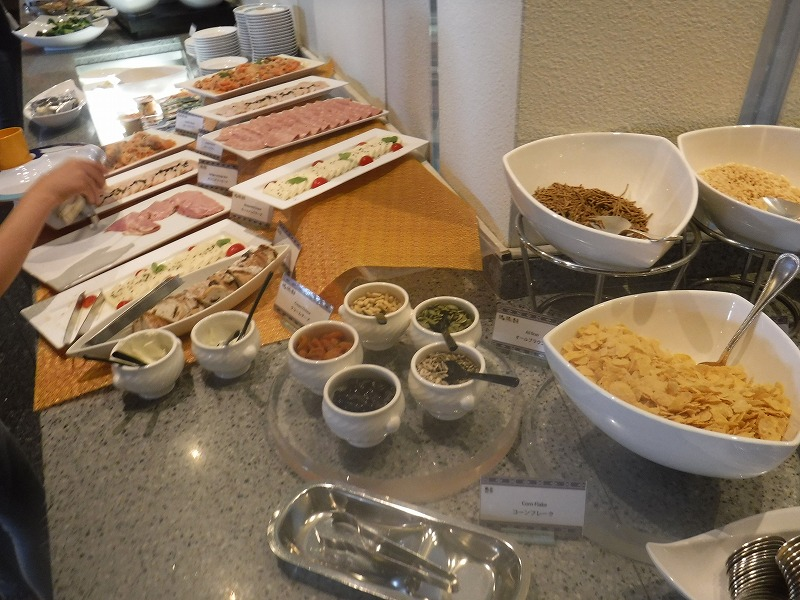 石垣島インターコンチネンタル石垣リゾートの朝食洋食ブッフェのサンコーストカフェ会場9