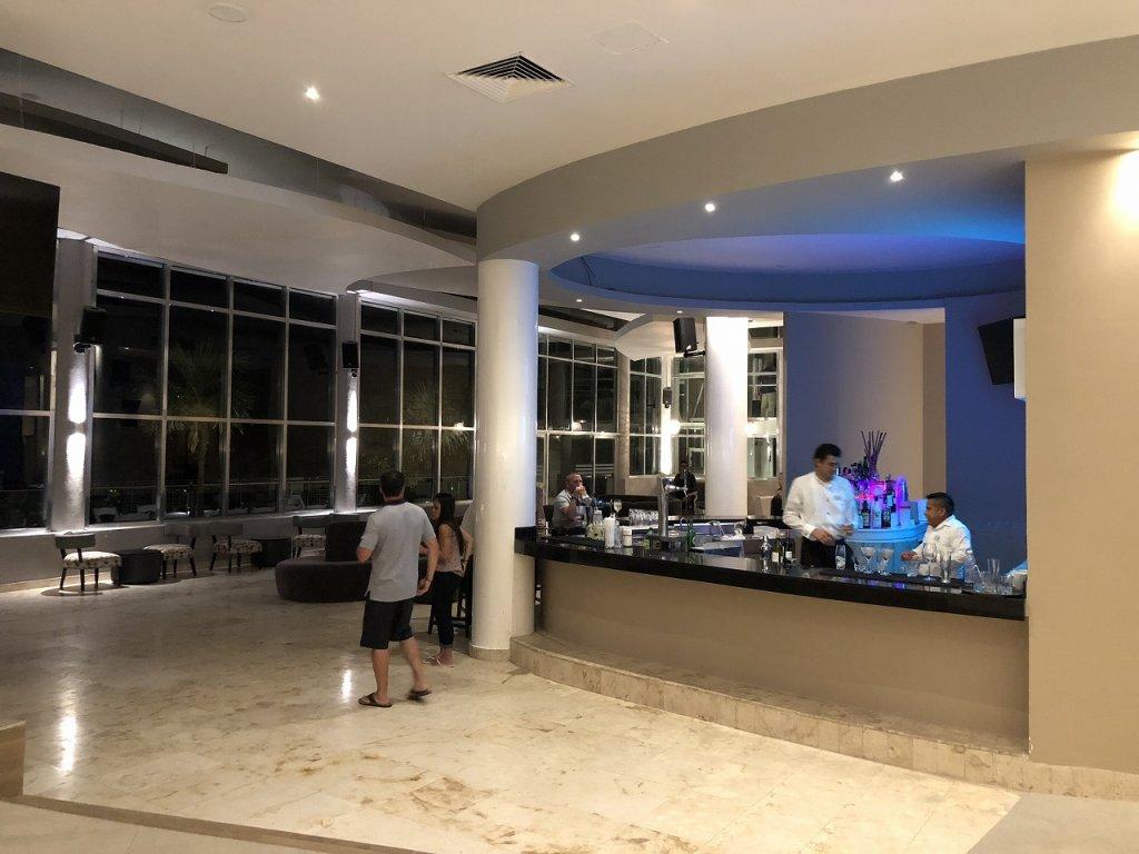 アズールビーチリゾートザファイブズ プラヤ・デル・カルメン バイ カリスマAzul Beach Resort The Fives Playa Del Carmen by Karisma_イタリアンレストランAREZZO2