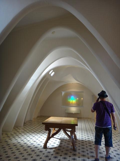カサバトリョ内装_クジラの骨をデザインした廊下