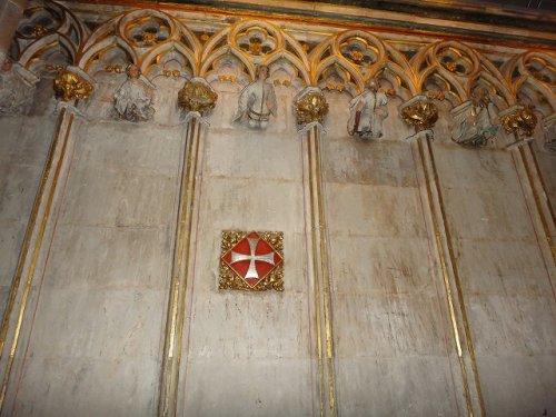 バルセロナカテドラル_内部にあった十字軍のシンボル