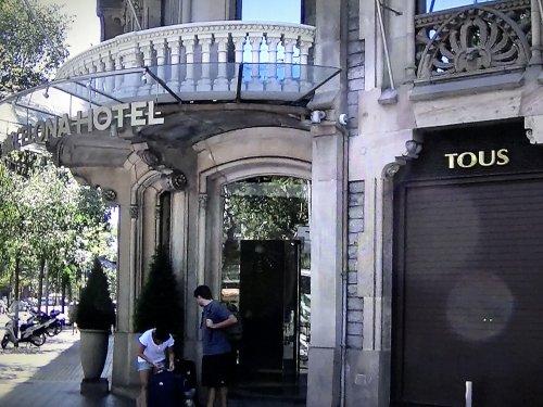 コンデス デ バルセロナ新館入り口
