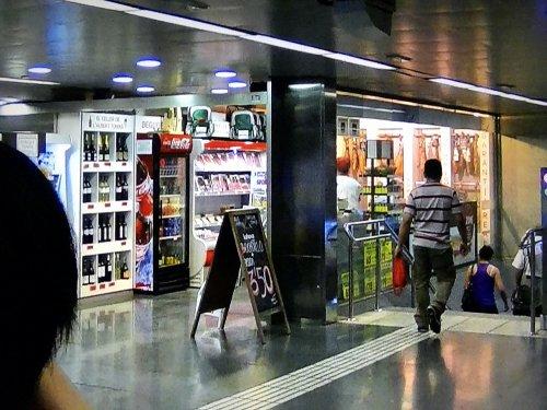 バルセロナ地下鉄5号線メトロディアゴナルDiagonal駅の売店