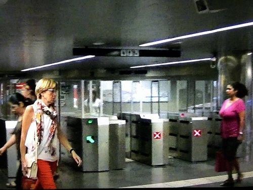 バルセロナ地下鉄5号線メトロディアゴナルDiagonal駅改札口