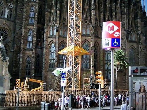 サグラダファミリア当日入場チケットに並ぶ観光客の行列