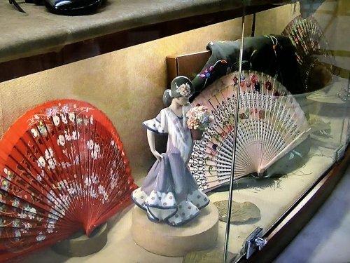 スペイン・バルセロナのタブラオ エル・コルドベス入り口に飾られていたリヤドロのフラメンコ磁気人形