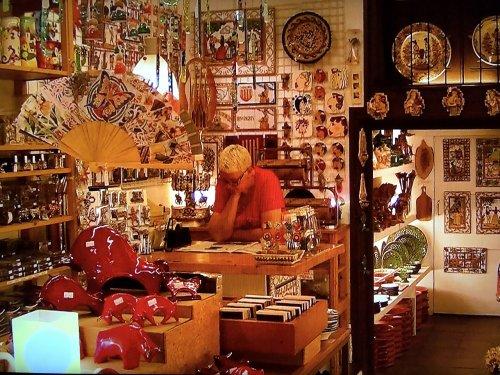 バルセロナの旧市街地雑貨お土産屋さん内部