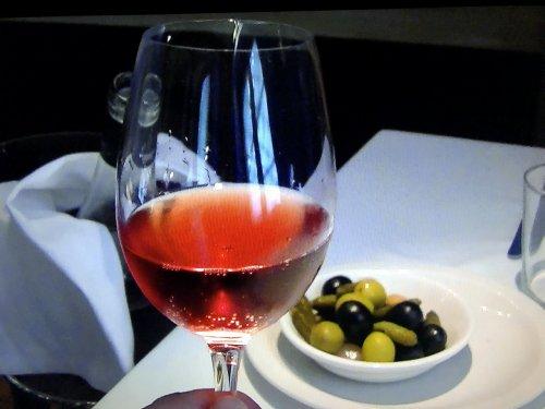 カン マジョで飲んだスパークリングワイン クレスタロサをグラスに注いだところ