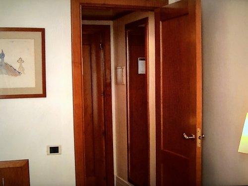 コンデス デ バルセロナ新館客室_入り口建具