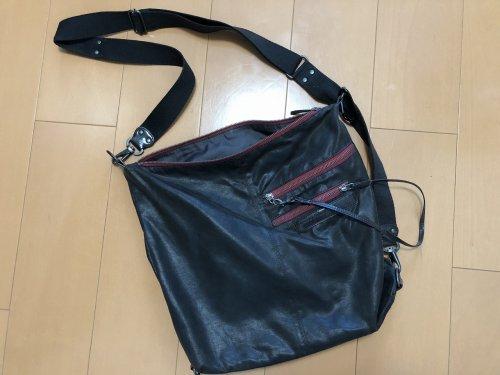 バルセロナはスリに注意!地下鉄の車両内で女スリに狙われた時に持っていたショルダーバッグ