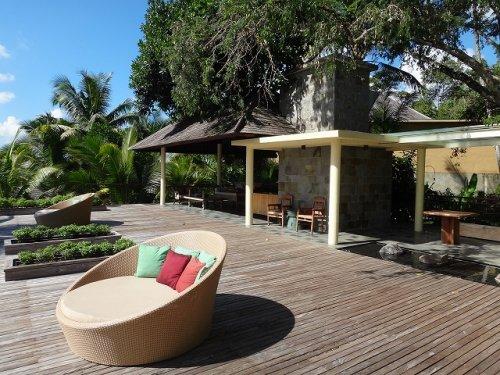 コマネカタンガユダの朝食会場、バリ料理レストラン「バツカルキッチン」上のウッドデッキスペース