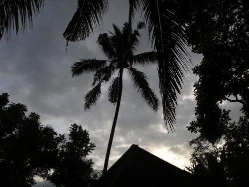 コマネカアットタンガユダウブドのヴァレープールヴィラのお部屋の朝方の雨空