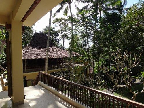 コマネカタンガユダ旅行記|ホテルの中に入ったところの風景