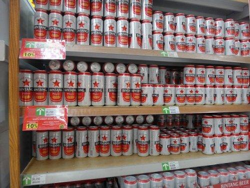 バリ島ウブドのスーパーにあったビンタンビールの陳列写真