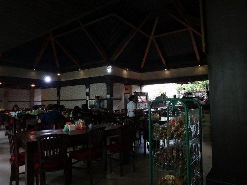 バリ島ウブドのバビグリン!イブオカ3のレストラン店内2