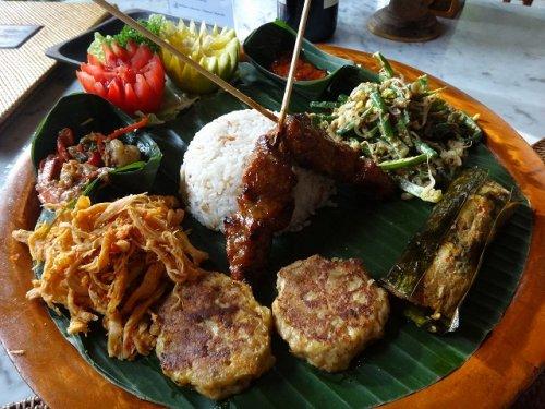 ウブドおすすめレストラン|カフェワヤンのバリニーズスペシャル