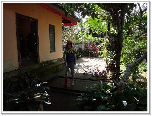 バリ島ラフティング|アユン川を夫婦でラフティング受付センターでのセッティング姿