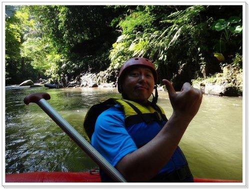 バリ島ラフティング|アユン川を夫婦でラフティング、アユン川案内人記念撮影