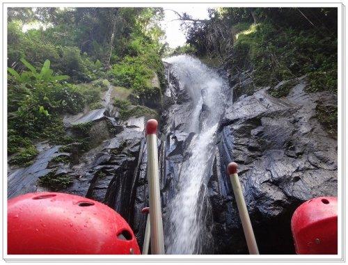 バリ島ラフティング|アユン川を夫婦でラフティング、アユン川にある滝
