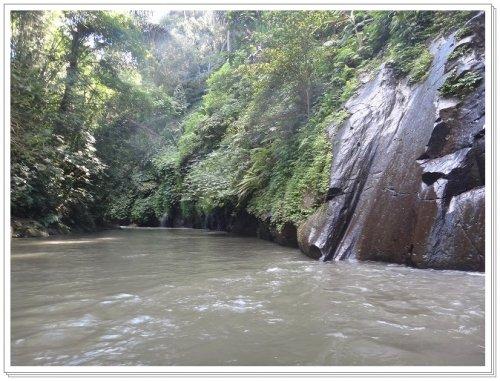 バリ島ラフティング|アユン川を夫婦でラフティング、アユン川の緩やかゾーン