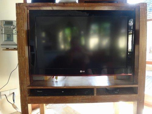 バリ島ウブドのコマネカタンガユダ、ヴァレープールヴィラ室内のテレビ