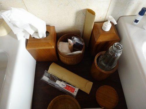 バリ島ウブドのコマネカタンガユダ、ヴァレープールヴィラ室内の洗面スペース中央部分