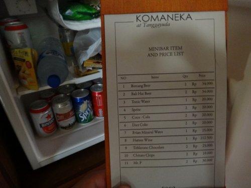 バリ島ウブドのコマネカタンガユダ、ヴァレープールヴィラ室内の冷蔵庫とビールの価格表